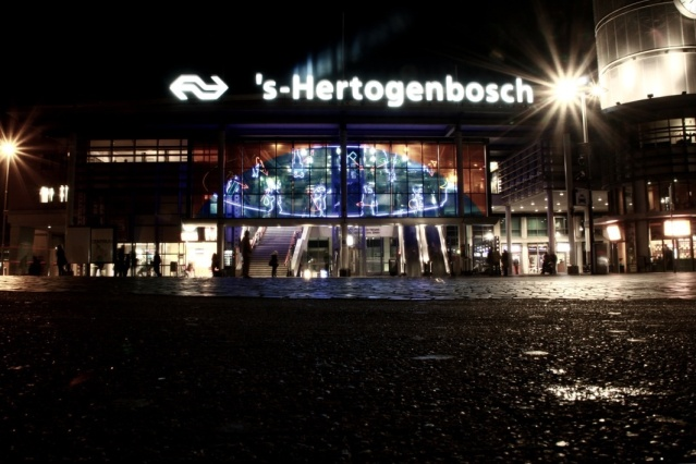 S'Heryogenbosch train station (image courtesy of Frank Niessen, Flickr).