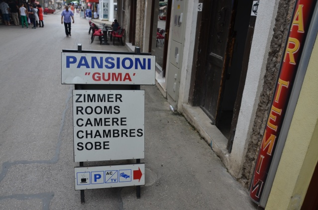 Advertisements for rooms in Mostar