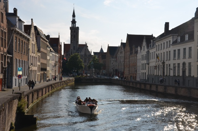 Boat ride along the canals of Brugge