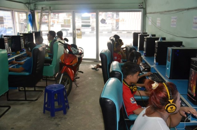 Kids at an Internet cafe in Bangkok