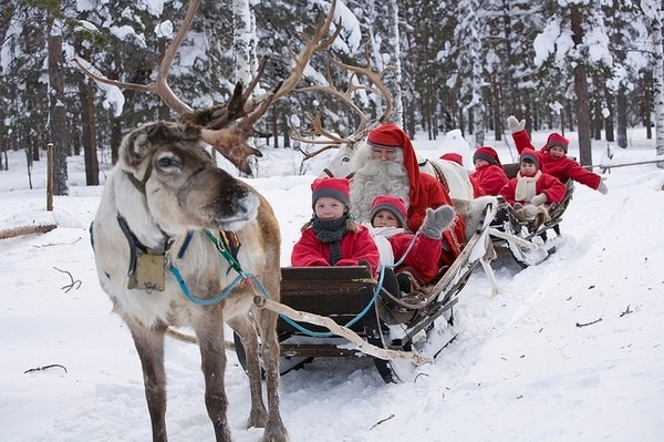 Santa on a sleigh with children (Credit: Seven1photo)
