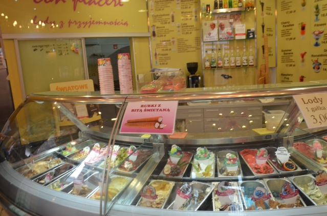 A selection of gelatos with pictures; ease in making choices of flavours.